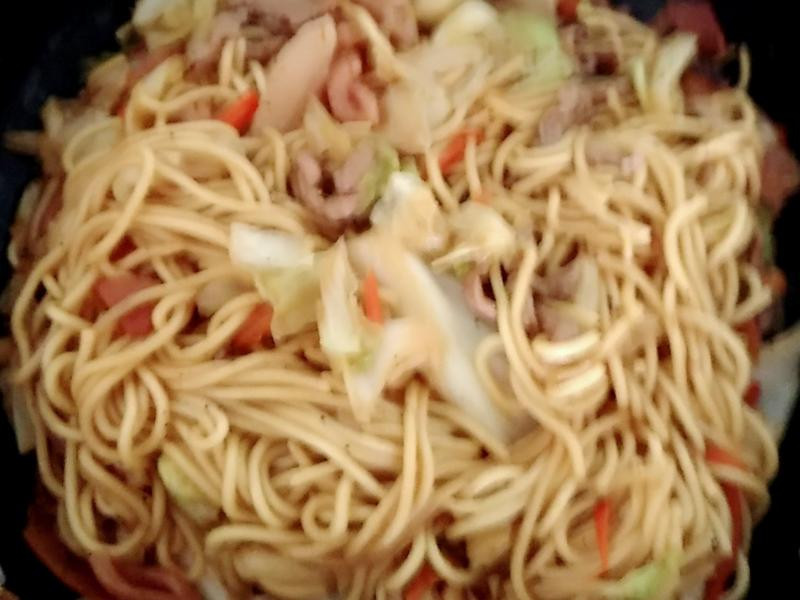 家常肉絲魷魚炒麵