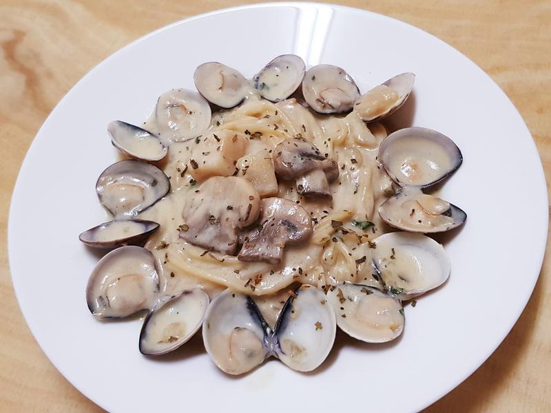 奶油白醬蛤蜊義大利麵