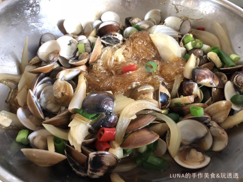 新手人妻必學料理『蛤蠣洋蔥悶冬粉』