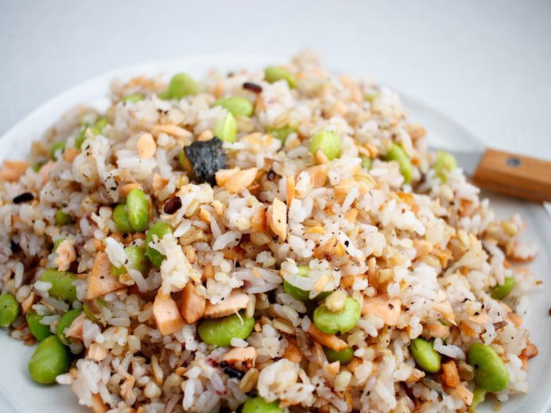 健康又美味《鮭魚五穀米炒飯》