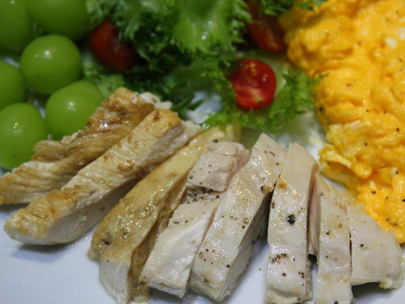 嫩煎雞胸肉早餐