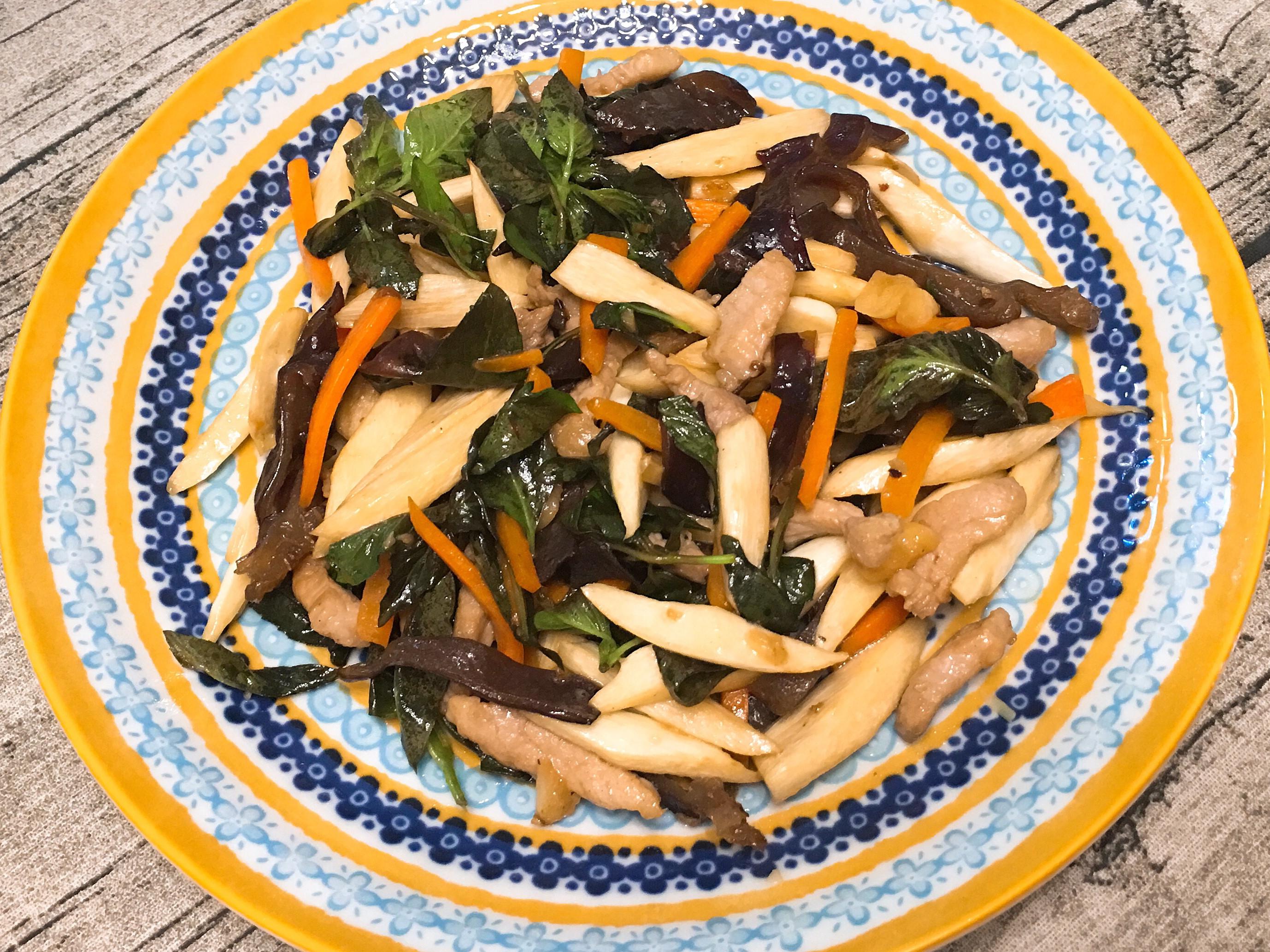 塔香茭白筍炒三絲