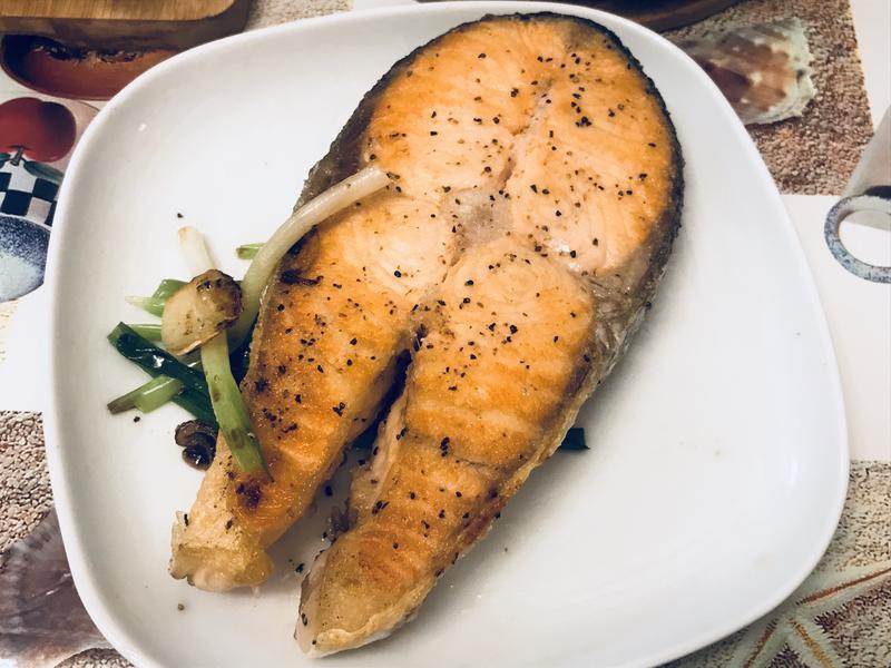 新手必學的香煎三文魚扒