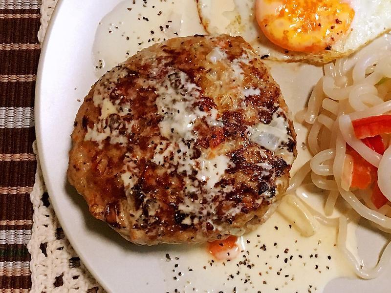 [生酮低醣餐]白醬起司漢堡排佐奶油蒟蒻麵