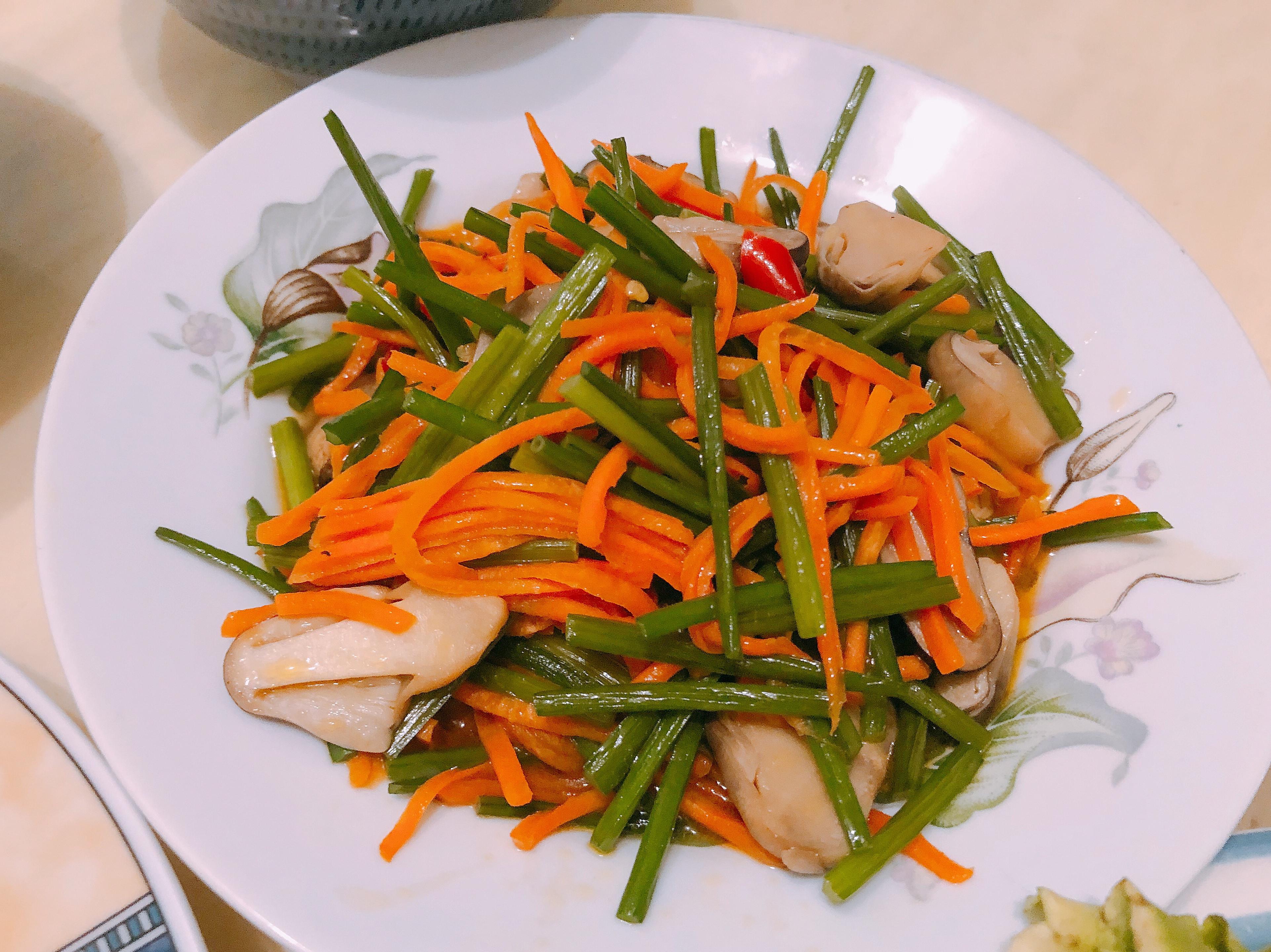 清炒韭菜草菇