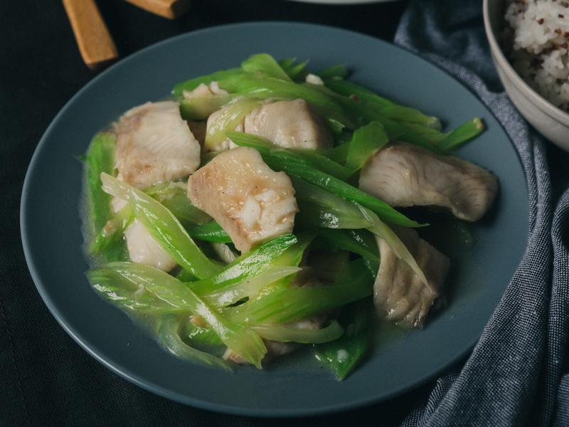 西芹炒魚片