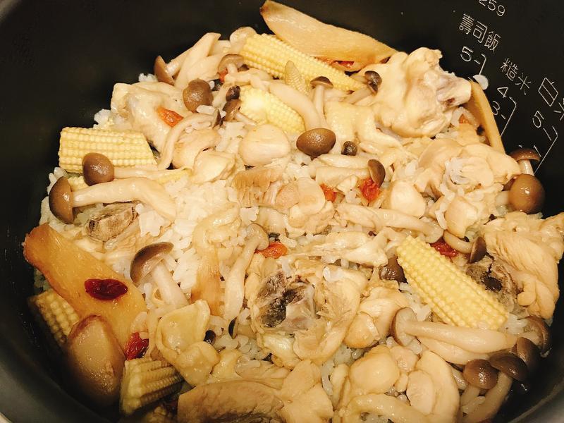 菇菇麻油雞肉飯