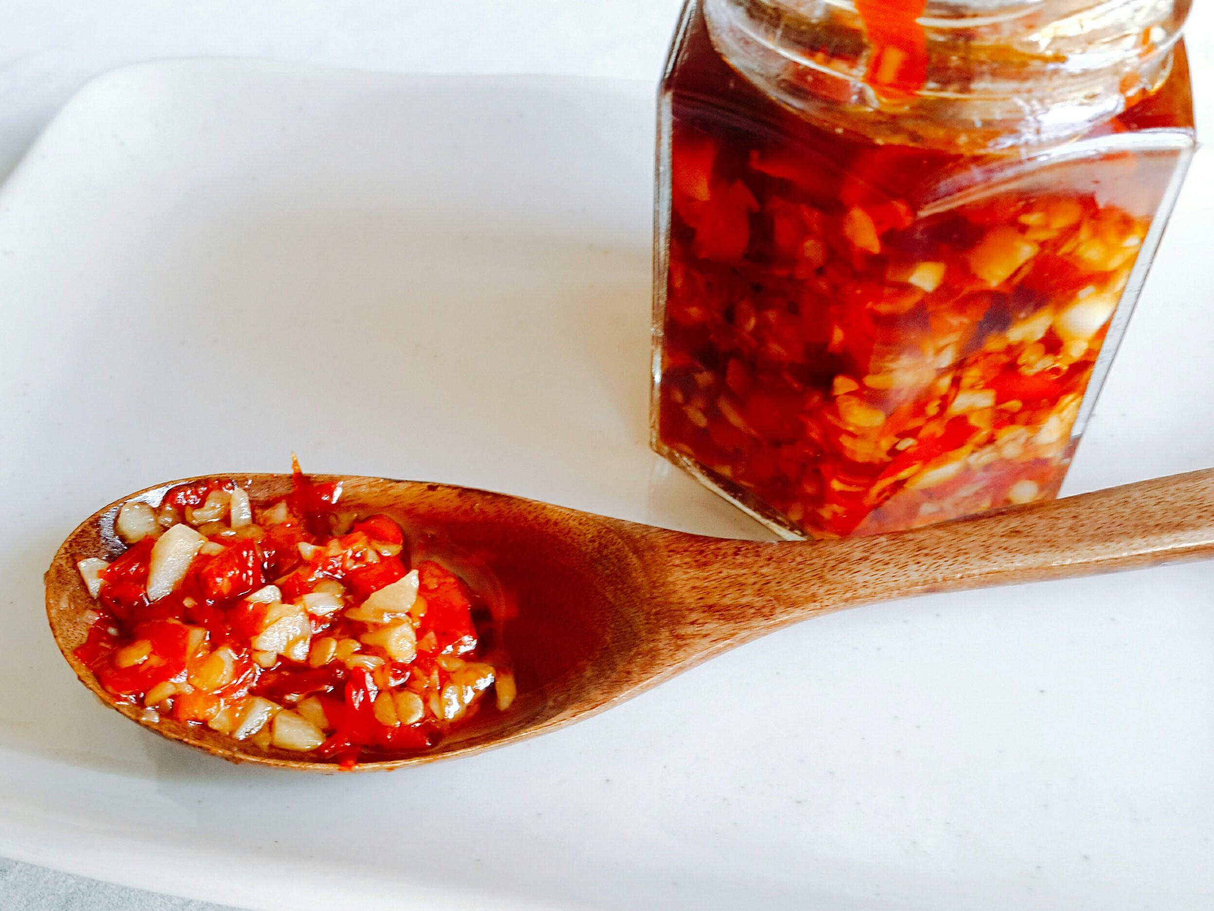嗜辣的看過來!自製蒜頭辣椒醬!