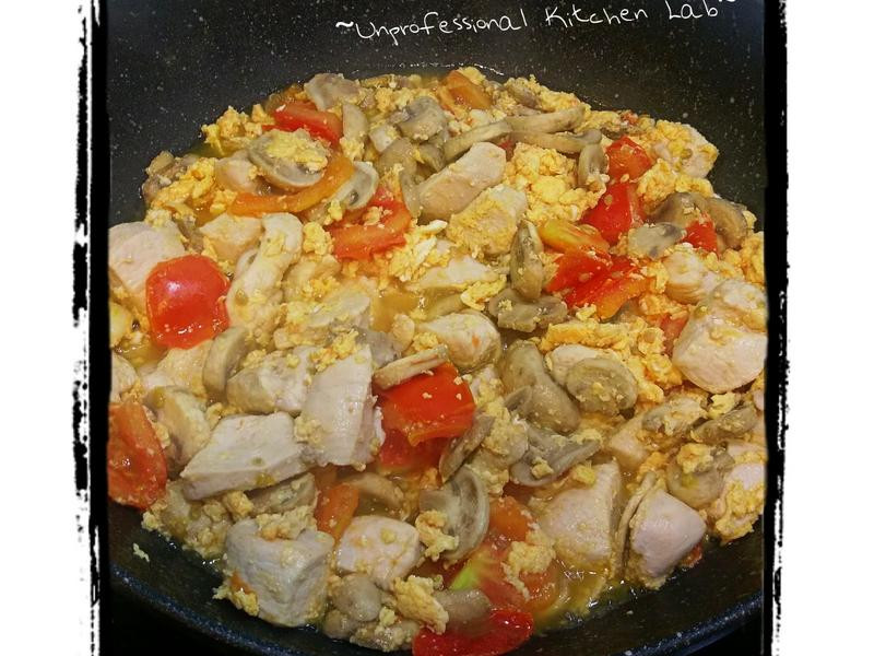 《拯救雞胸肉》~蕃茄蘑菇雞胸肉炒蛋~