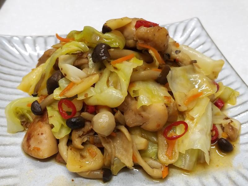 菇菇雞丁炒高麗菜~低油料理