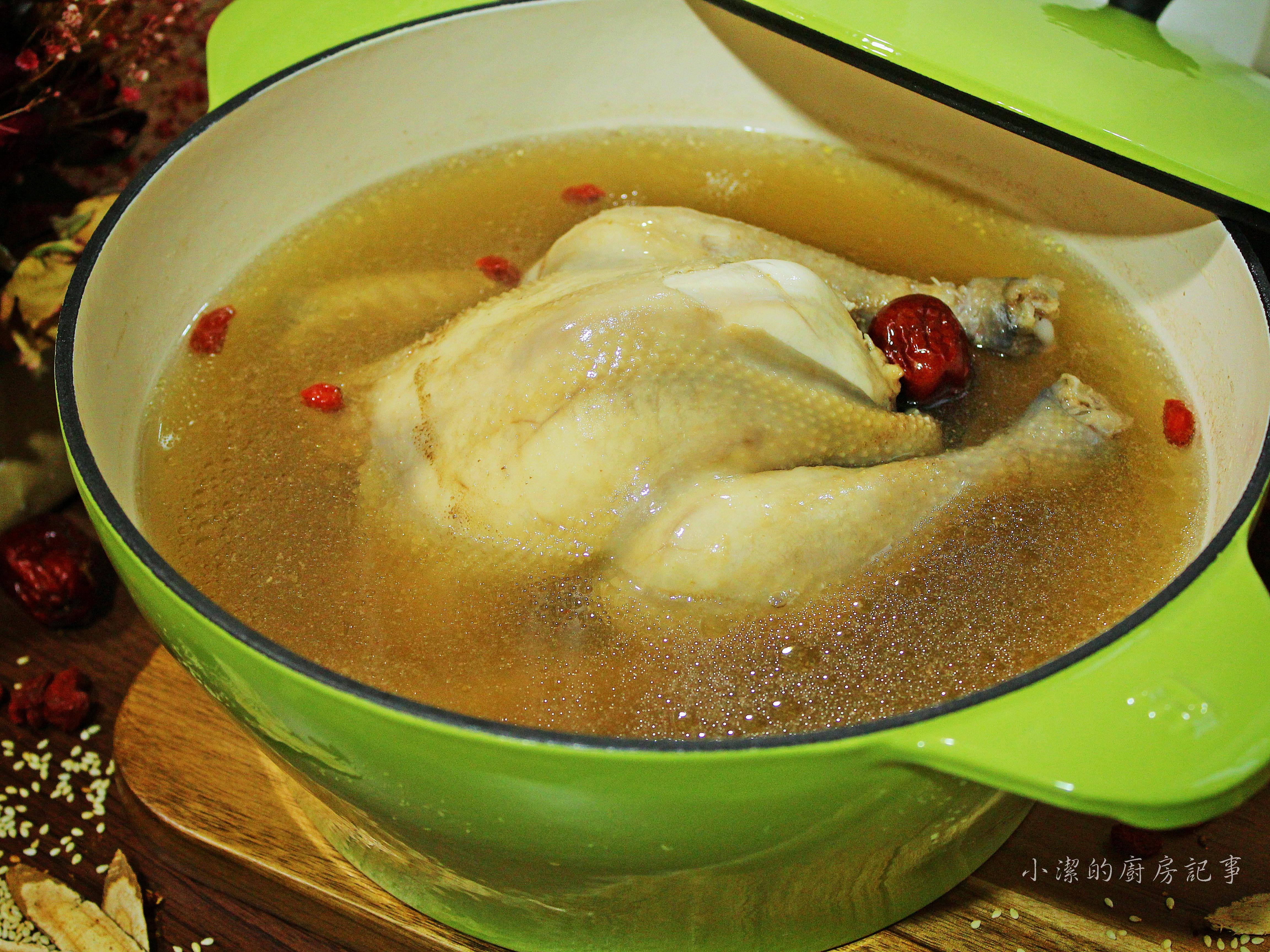 紅棗燉雞湯