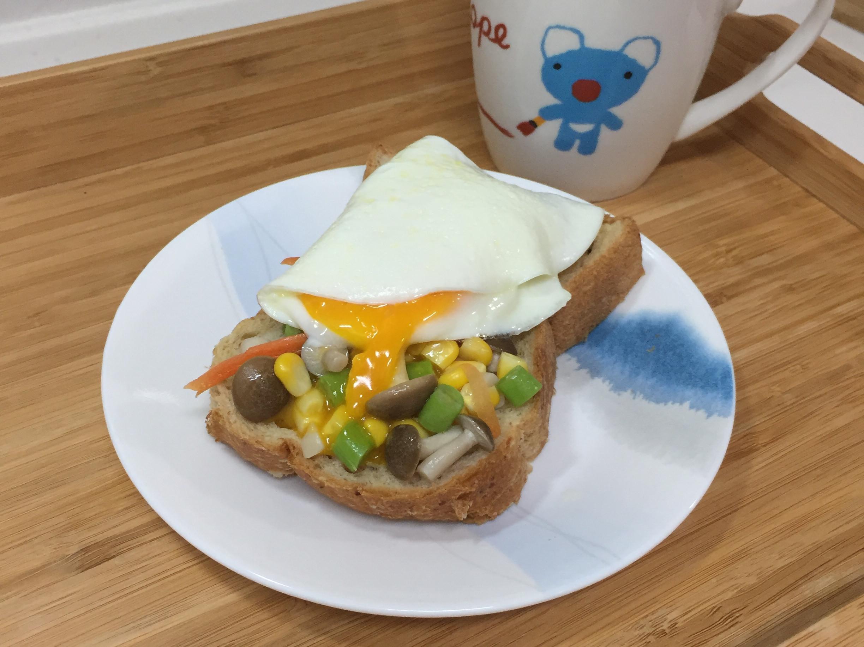 鴻禧菇鮮蔬暖蛋蛋土司【好菇道親子食光】
