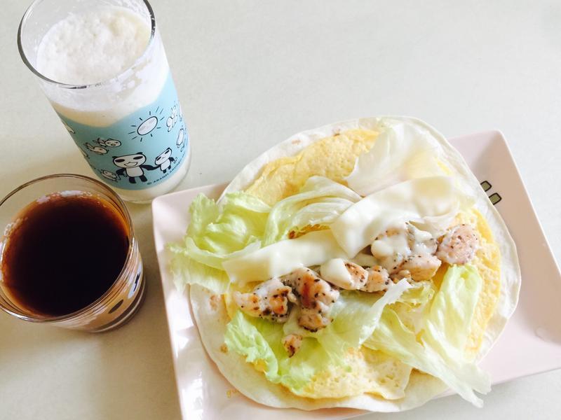 極簡早餐-蔬菜雞肉墨西哥捲餅