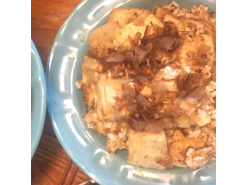 軟嫩金沙豆腐佐柴魚片
