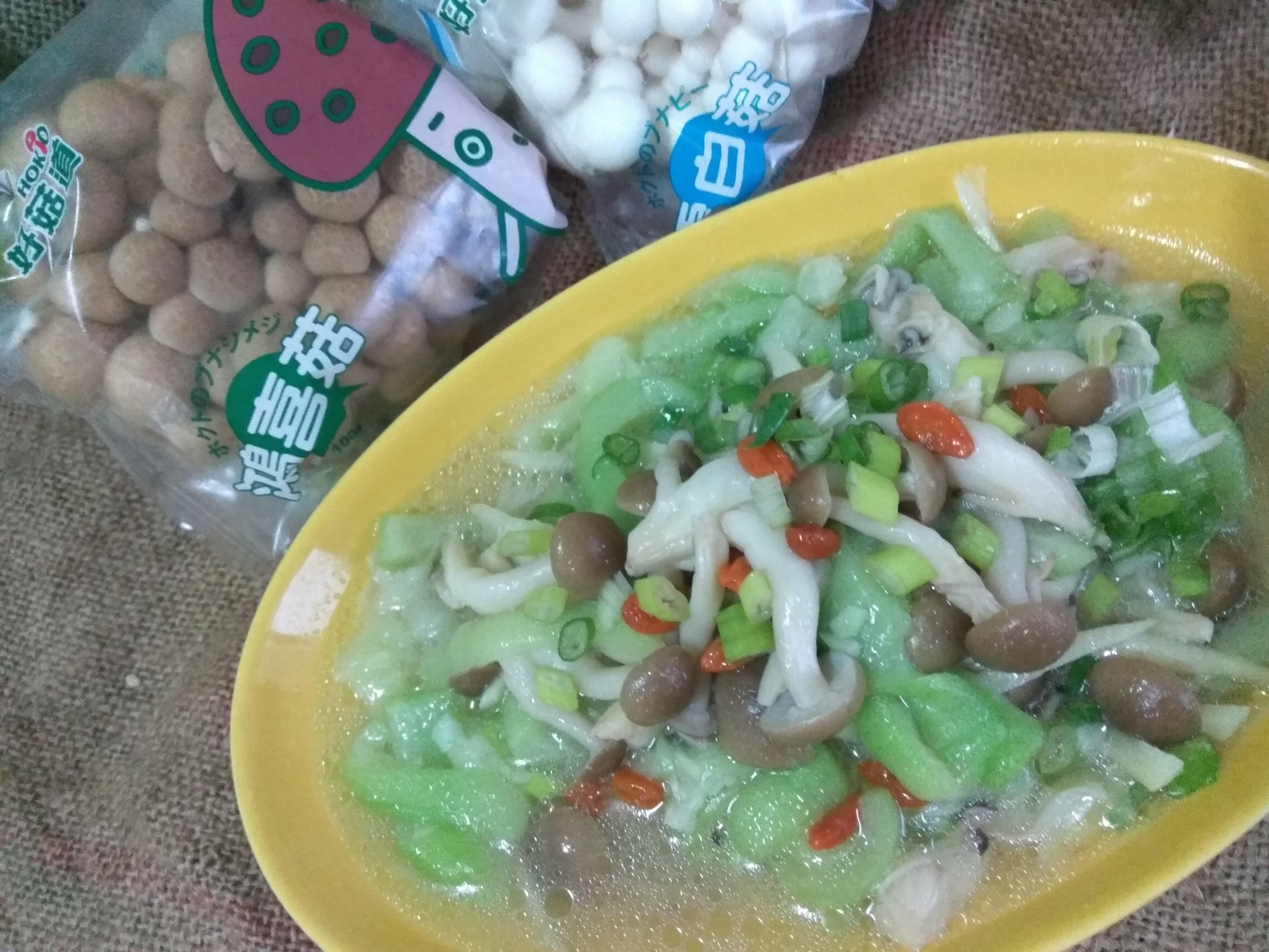 電鍋料理上菜─鴻喜煨絲瓜-好菇道親子食光