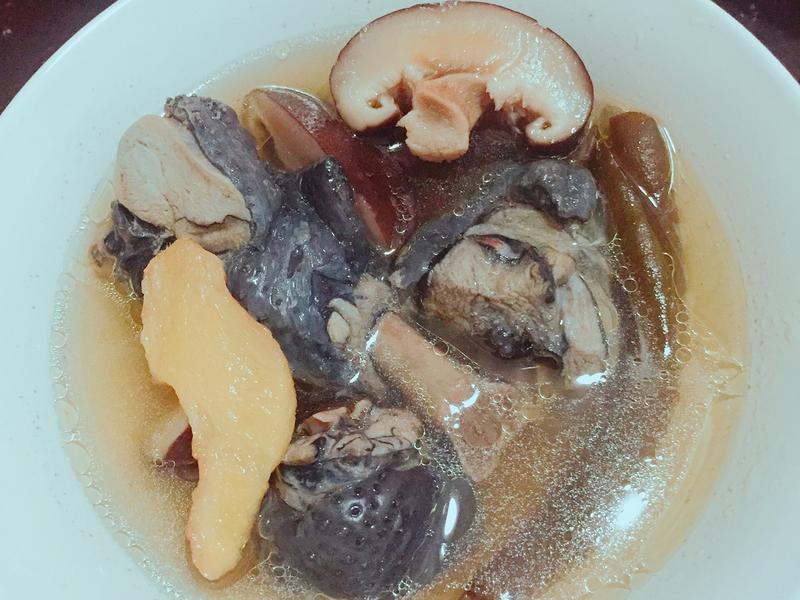 香菇剝皮辣椒雞湯