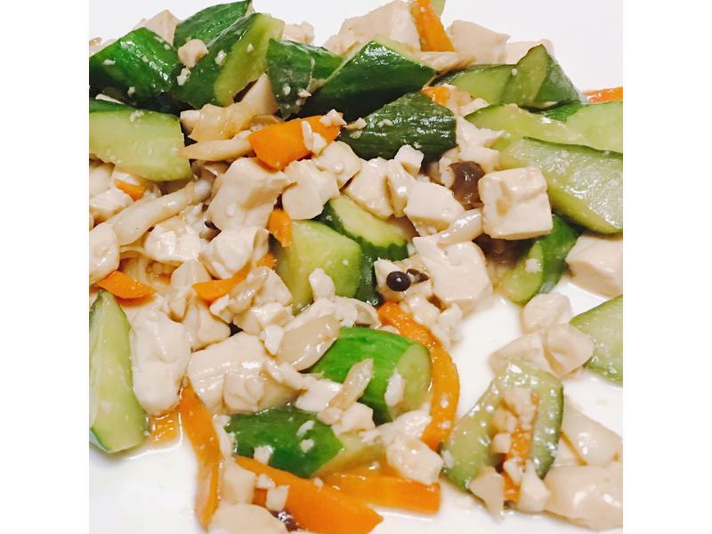 百菇豆腐炒黃瓜
