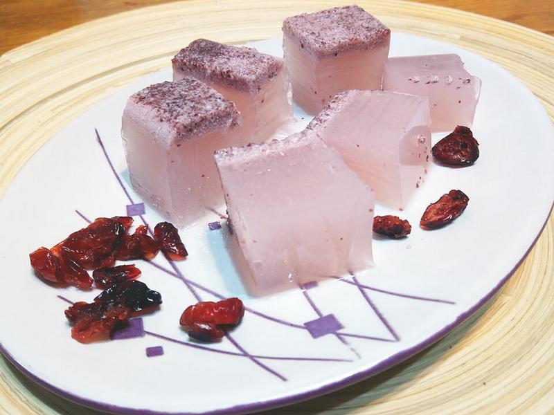 蔓越莓鮮奶寒天凍食譜。健康低熱量的點心!