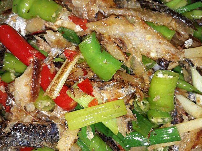 雙椒炒飛魚乾