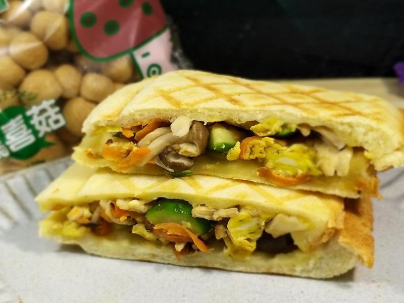 小黃瓜炒菇熱壓三明治【 好菇道親子食光】