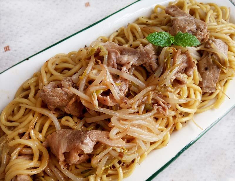 蘑菇醬豬肉炒麵