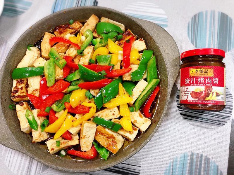 水波爐醬燒豆腐佐甜椒—李錦記蜜汁烤肉醬