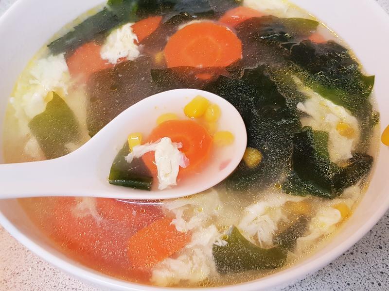 紫菜蘿蔔玉米蛋花湯