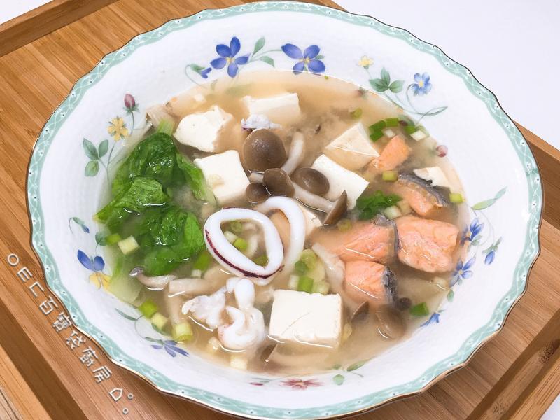 錦豆腐鮭魚花枝菇味噌湯【好菇道親子食光】