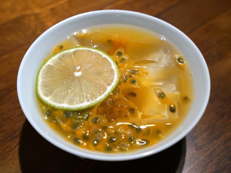 百香果檸檬愛玉。酸甜冰涼好滋味!