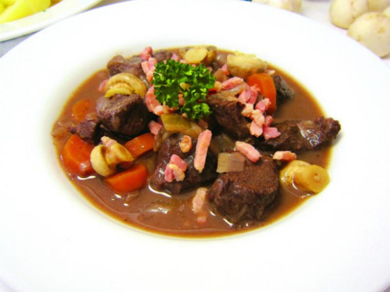 勃艮地紅酒燉牛肉 - 出自《一學就會!法國人氣甜鹹點&經典名菜》