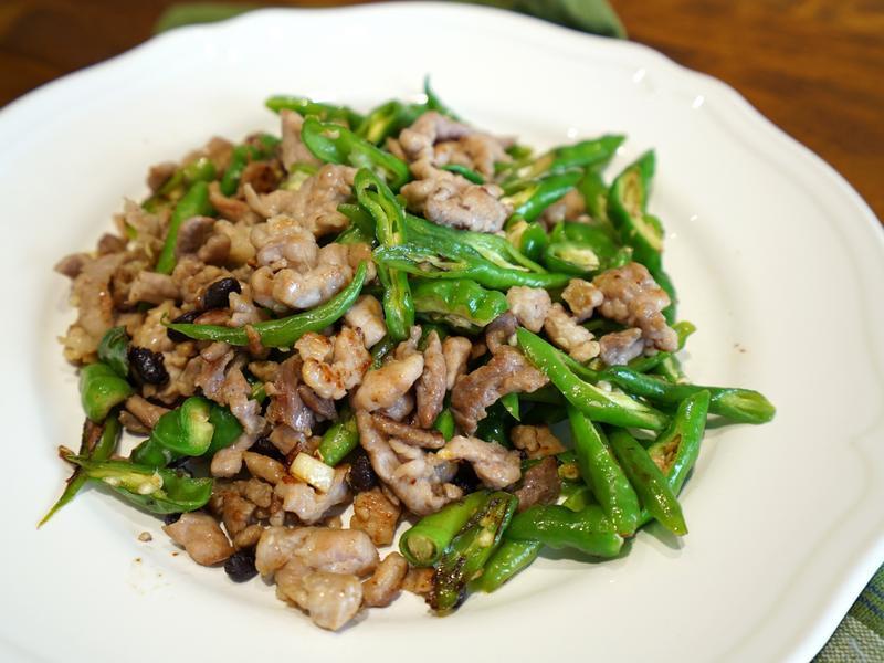 糯米椒炒肉絲。豆豉風味。簡易便當菜