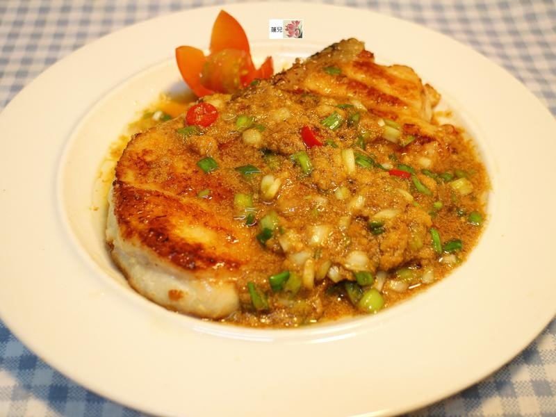 乾煎魚佐魚卵醬