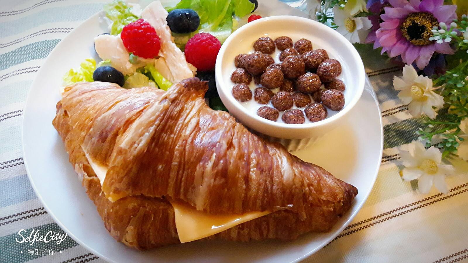 健康早餐 ~ 花生醬起司可頌