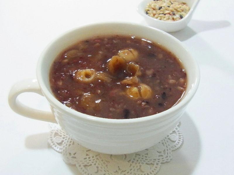 [趁熱品嚐]桂圓蓮子雜糧粥