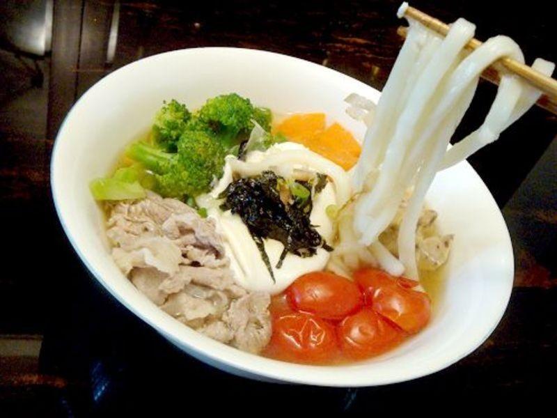 【趁熱品嚐】輕日式烏龍拉麵