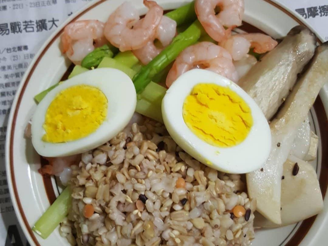 五穀米+水煮蝦仁蘆筍