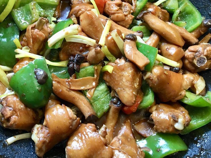 紅燒雞翅(佐青椒、杏鮑菇)