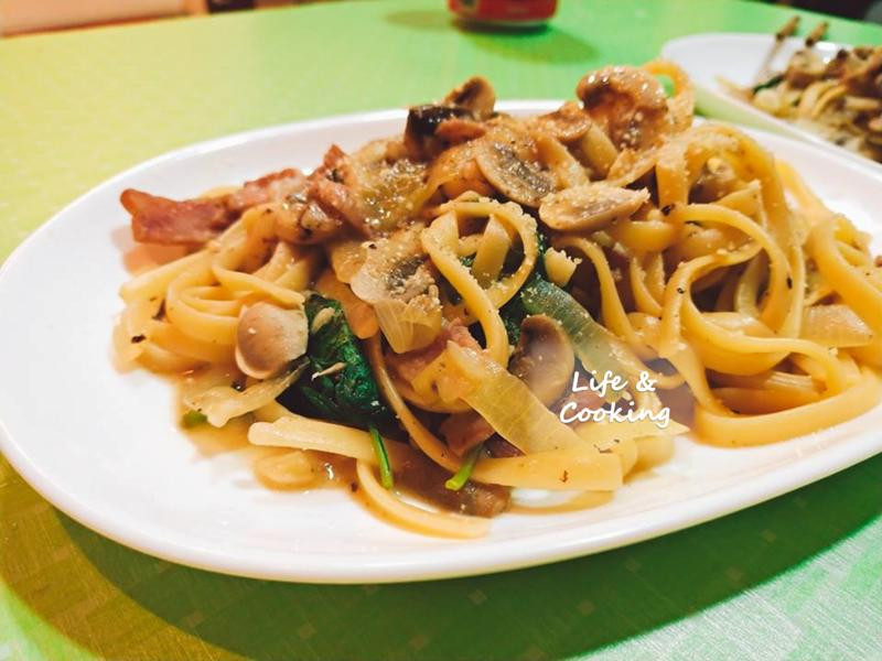 【一個人的廚房】清炒培根蘑菇義大利麵