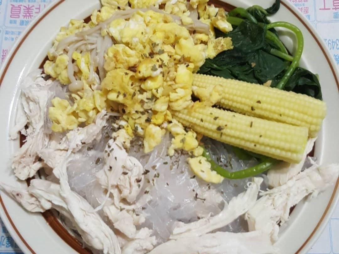 雞胸肉冬粉與炒蛋金針菇