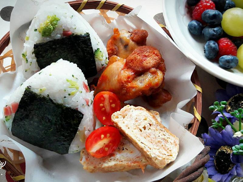 健康早午餐~青花菜火腿飯糰+雞翅+玉子燒