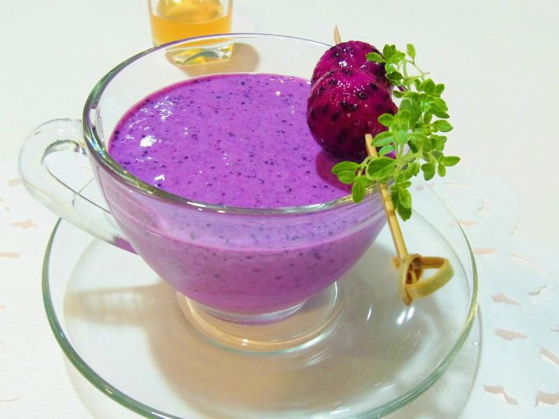 越喝越年輕--火龍果藍莓汁