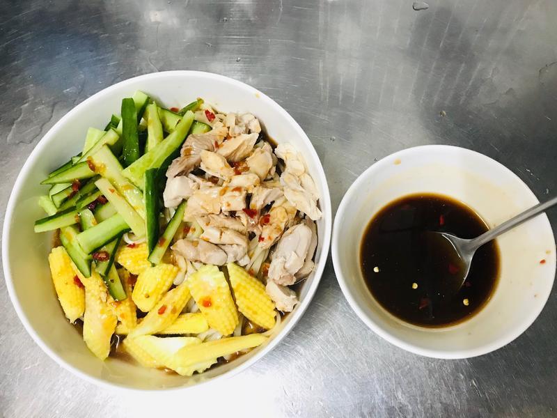 泰式酸辣雞肉麵