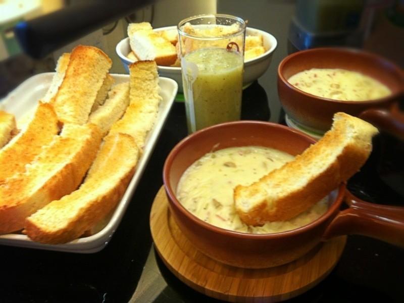 假日早餐~焗白醬佐酥脆吐絲條