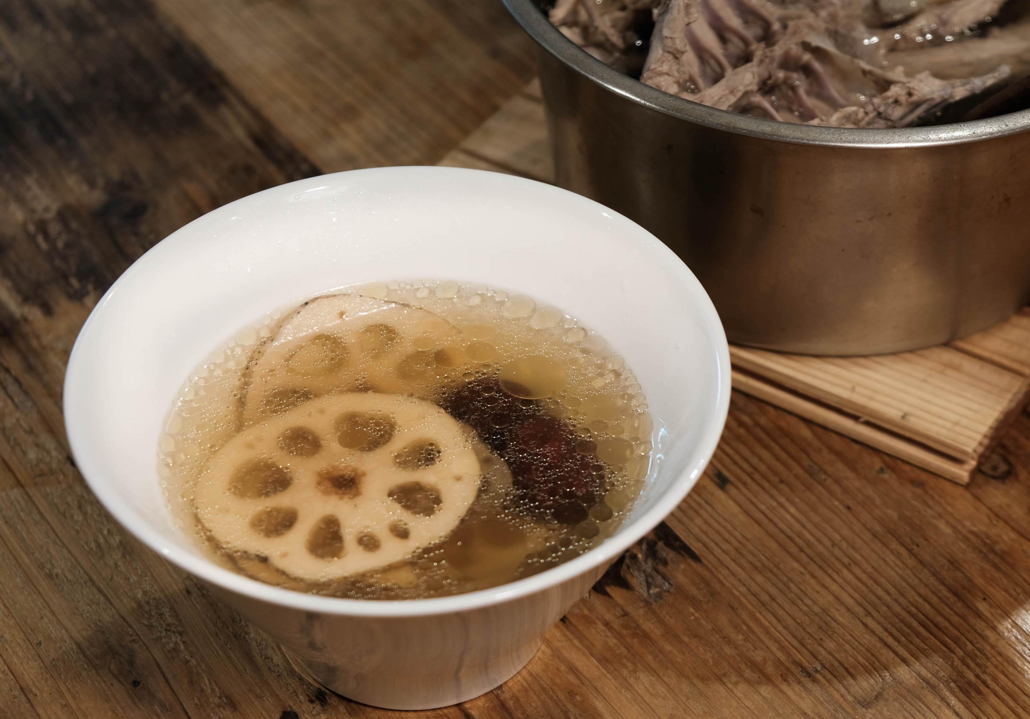 「蓮藕紅棗雞湯」秋天美肌電鍋懶人湯品