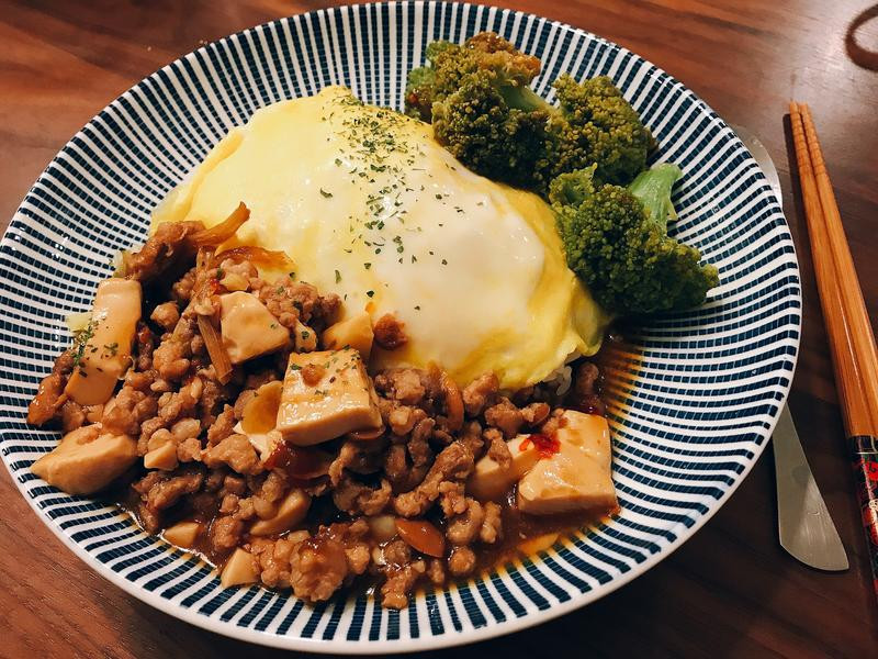 麻婆豆腐嫩蛋蓋飯