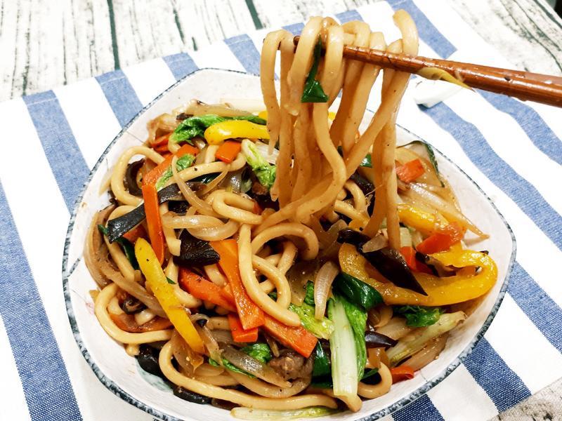 鮮蔬炒烏龍麵