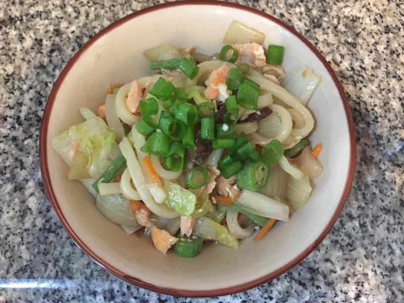 炒日式鮭魚烏龍麵