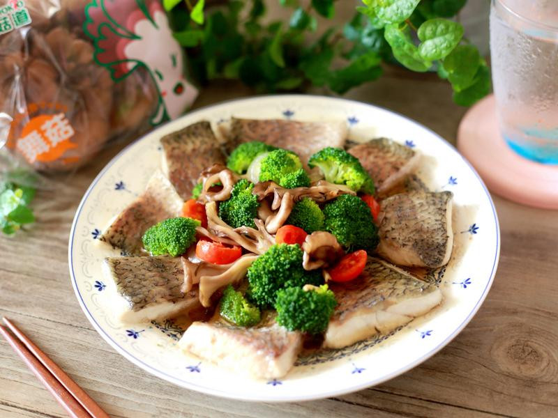 酒蒸菇菇鮮蔬魚