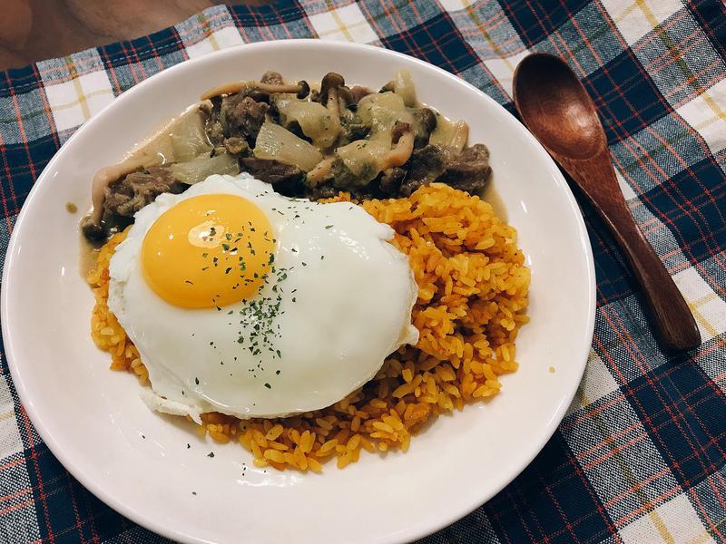 綠咖喱牛肉薑黃飯