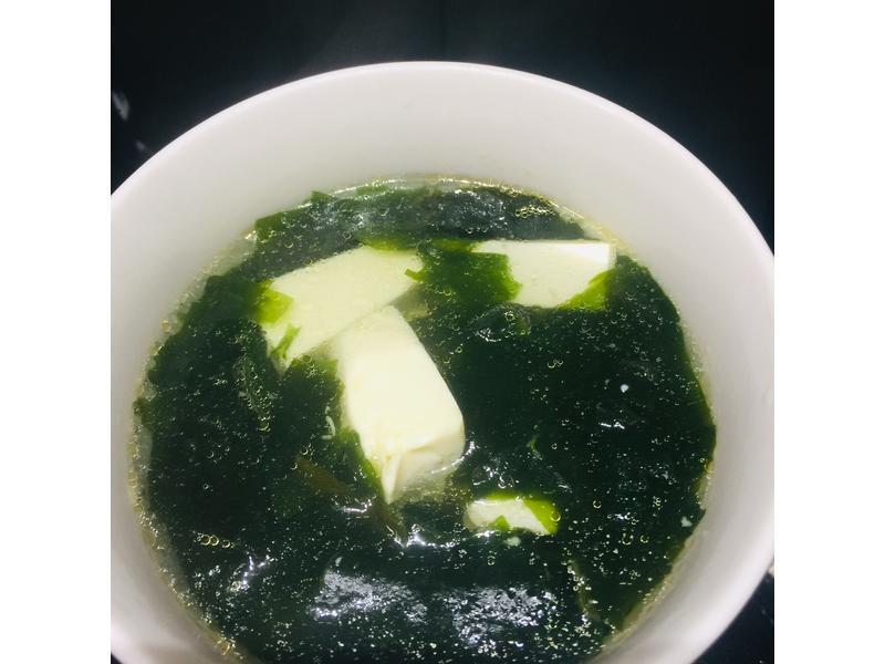海帶芽豆腐湯